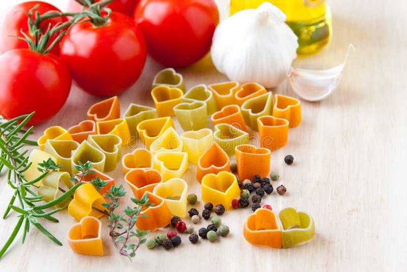 烹调充满爱。 意大利烹调的成份: 重点形状 图库摄影