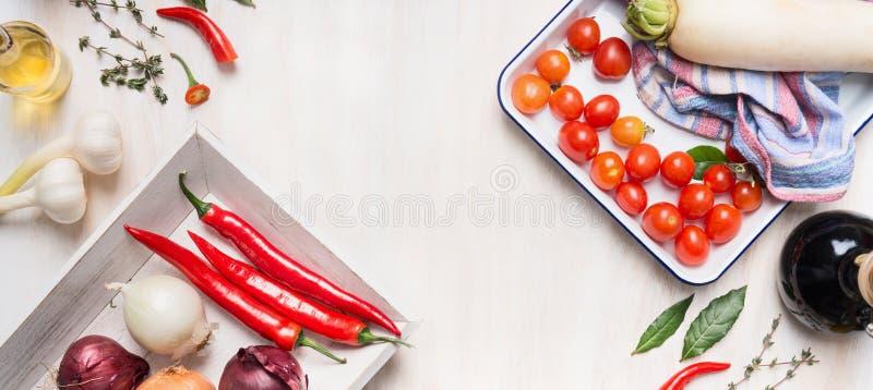 烹调和与各种各样的菜、油和香料的健康,干净的食物或素食主义者吃概念 库存图片