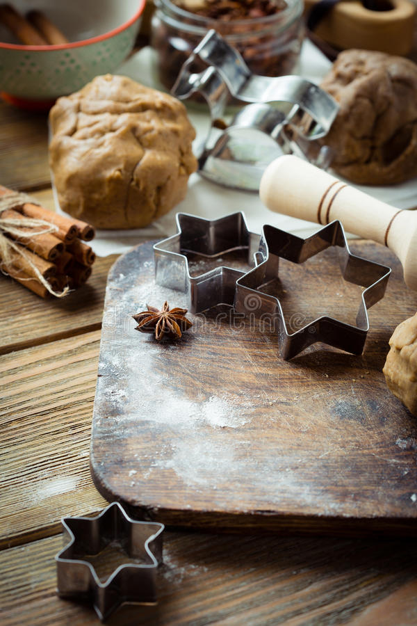 Download 烹调土气姜曲奇饼 库存图片. 图片 包括有 装饰, 结构树, 概念, 季节, 冬天, 切割工, 酥皮点心 - 62539159