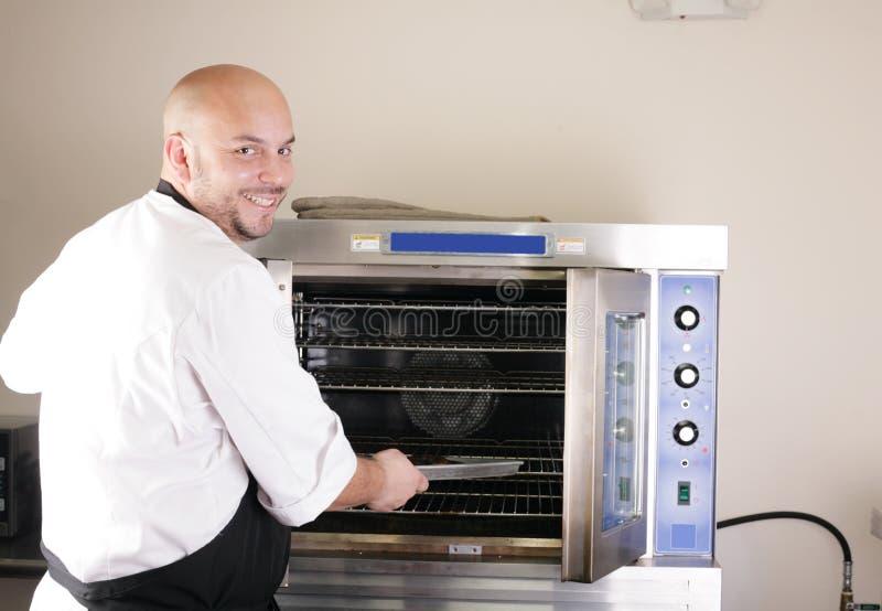 烹调在烤箱的厨师牛排 库存图片