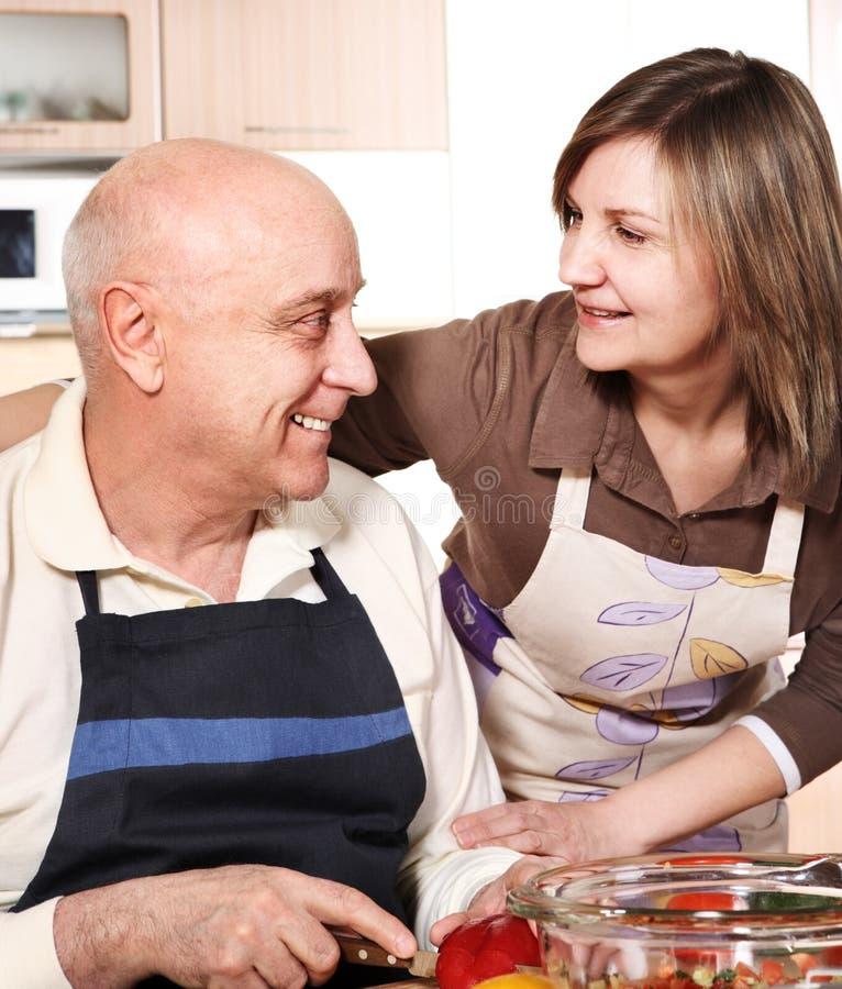 烹调夫妇前辈 免版税库存照片