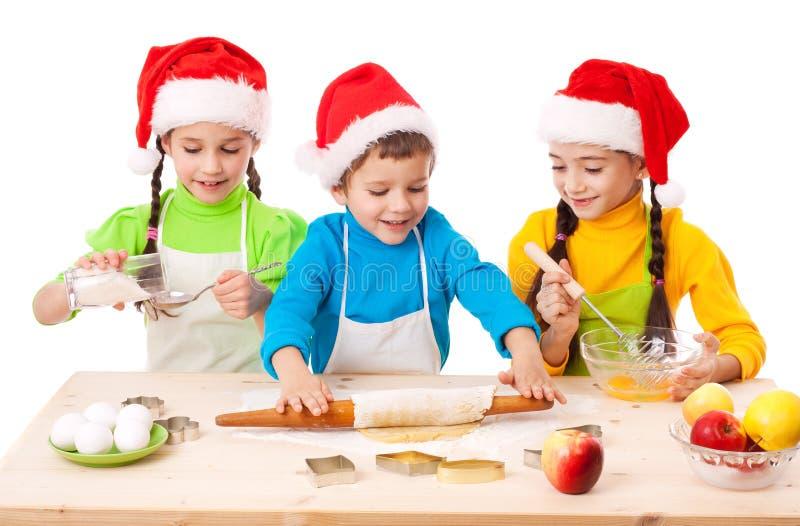 烹调孩子微笑的三的圣诞节 免版税库存图片