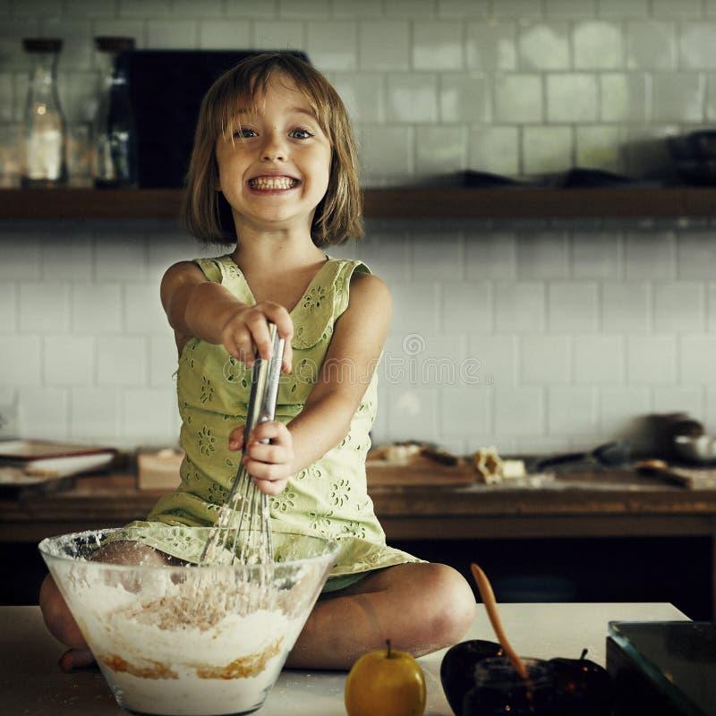 烹调孩子曲奇饼烘烤烘烤概念 库存图片