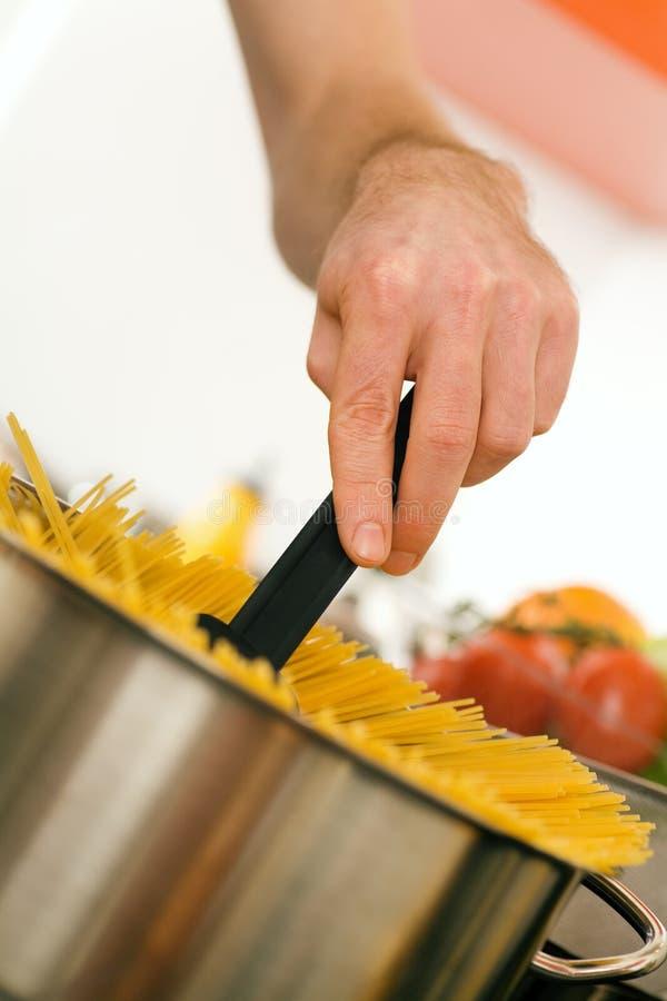 烹调意大利面食罐 库存图片