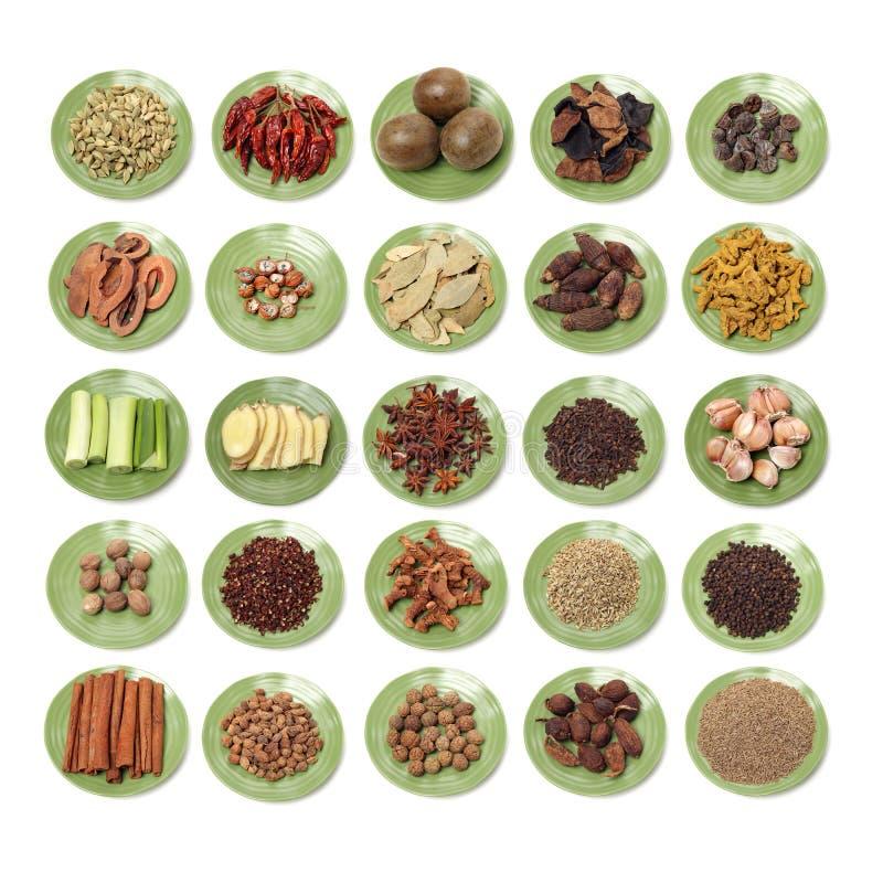 烹调成份增加味道和晒干的选择 香料、草本、种子和脉冲 免版税库存图片