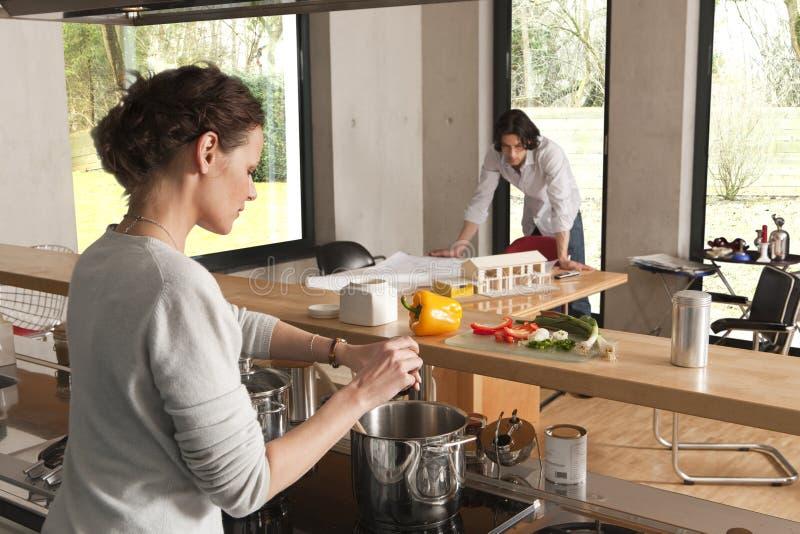 烹调房子人设计妇女 免版税库存照片
