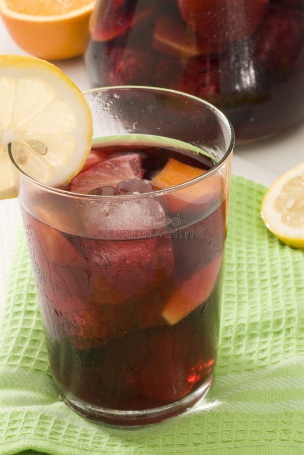 烹调打孔机红色桑格里酒西班牙语酒 库存图片