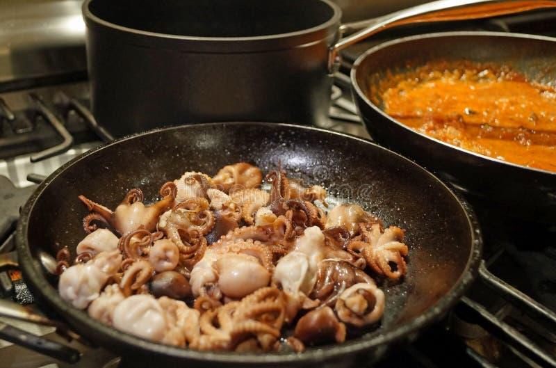 烹调海鲜面团 免版税图库摄影