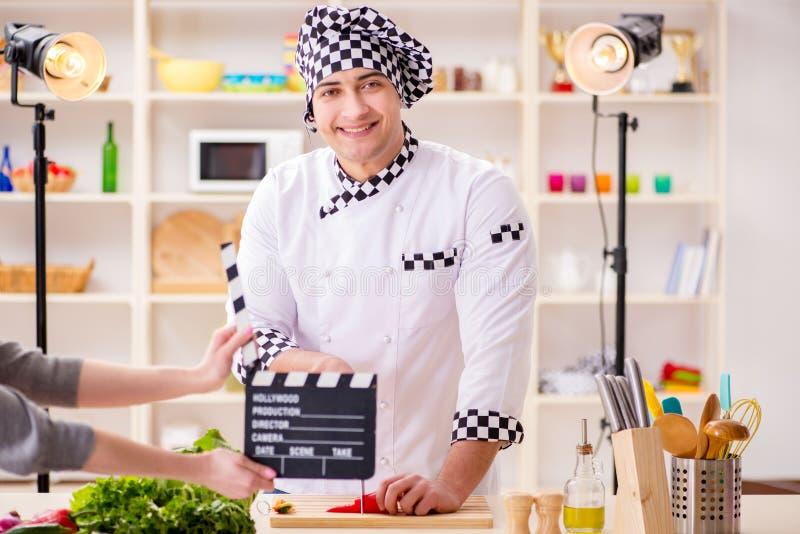 烹调电视节目的食物在演播室 免版税库存图片