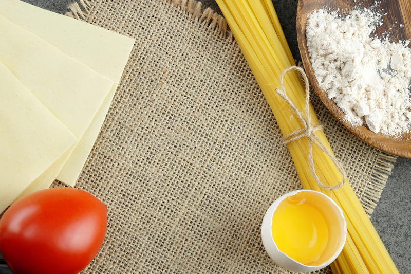 烹调的意大利面团基本的成份 库存照片