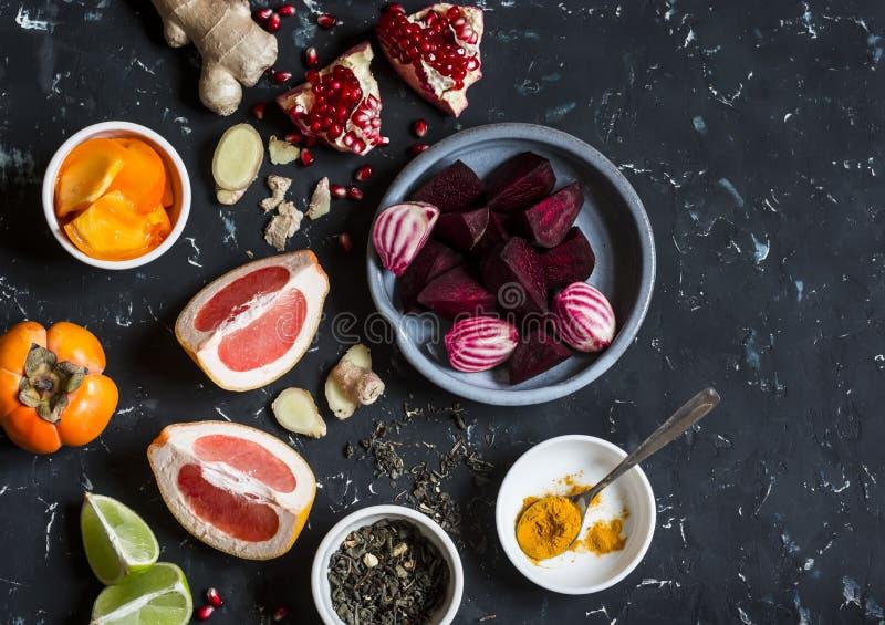 烹调的甜菜和姜戒毒所不老长寿药成份 项目符号 库存照片