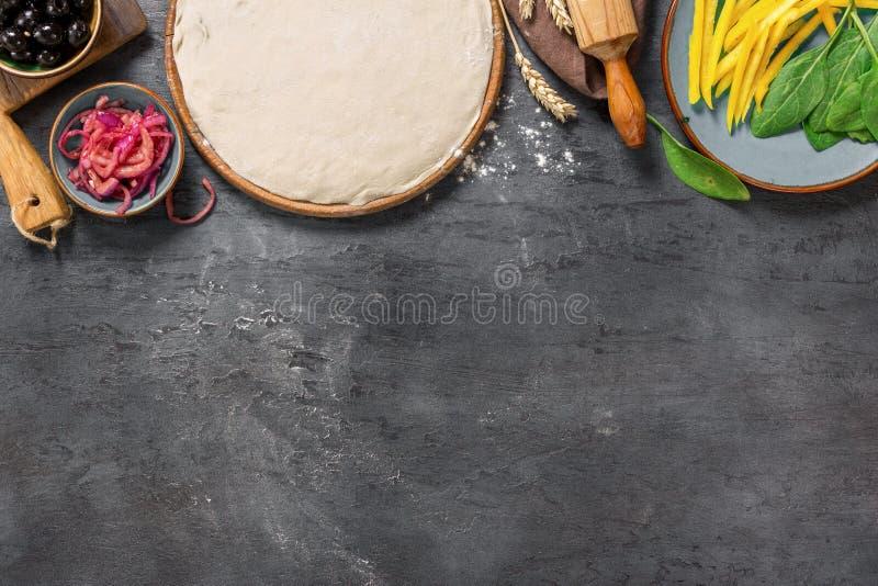 烹调的素食薄饼各种各样的未加工的成份与拷贝s 免版税图库摄影