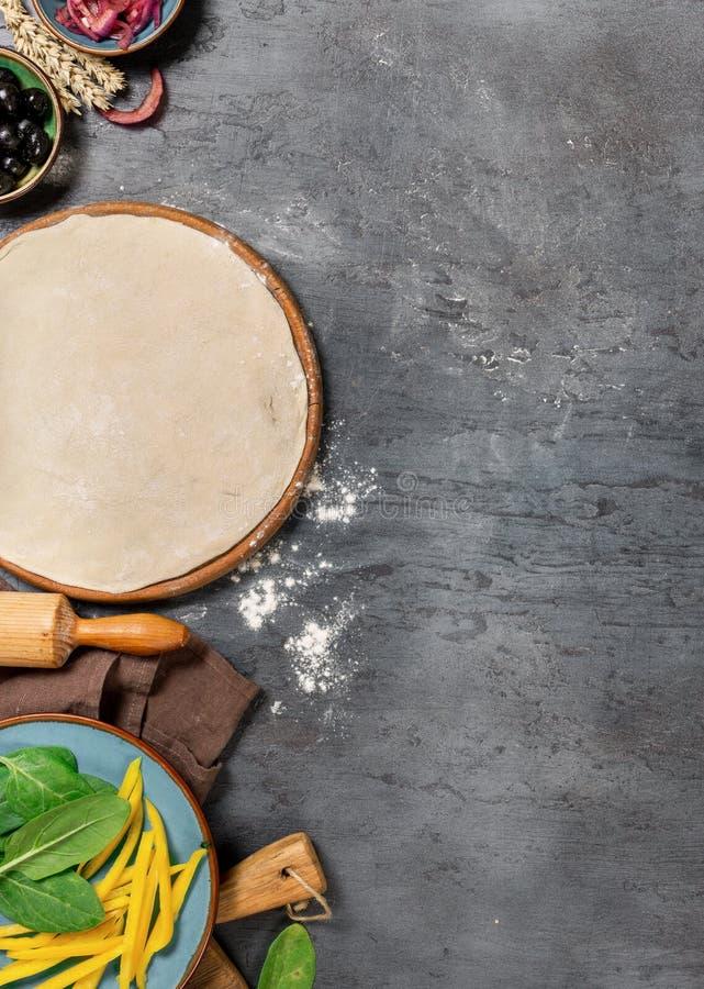 烹调的素食薄饼各种各样的未加工的成份 免版税图库摄影