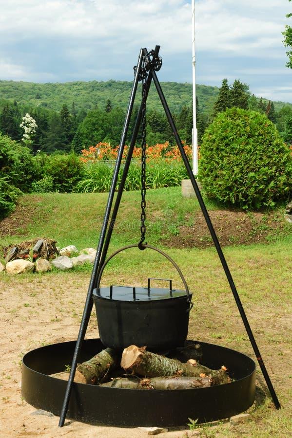 烹调罐的古色古香的铁 免版税库存照片