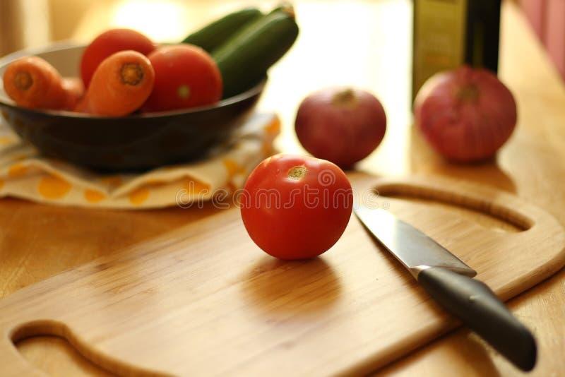 烹调表的厨房 图库摄影