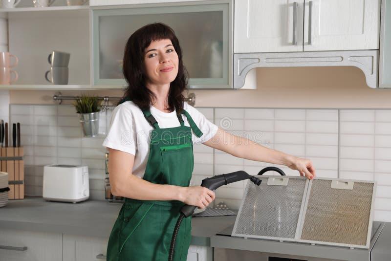 烹饪器材敞篷专业管理员清洁筛网滤波器  免版税库存照片