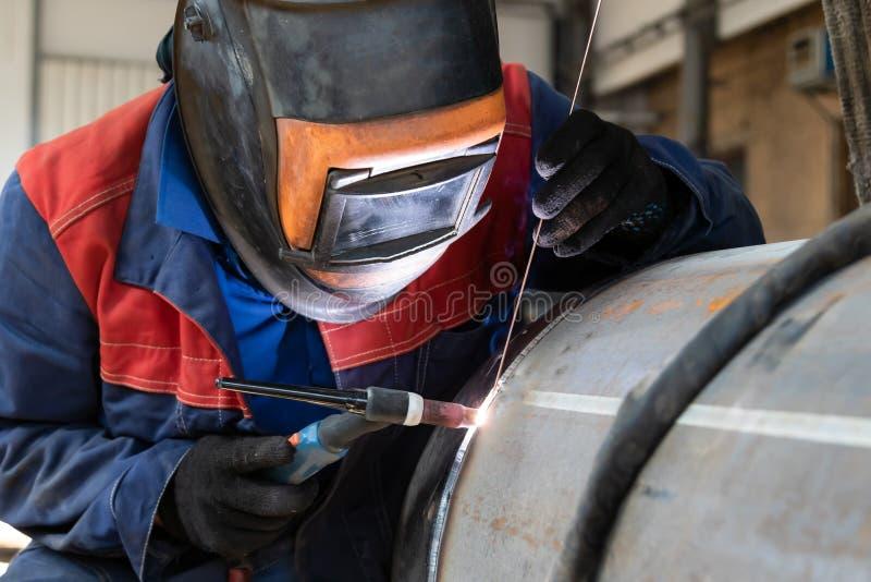 焊工、电弧焊接和焊接缝合特写镜头 免版税库存图片