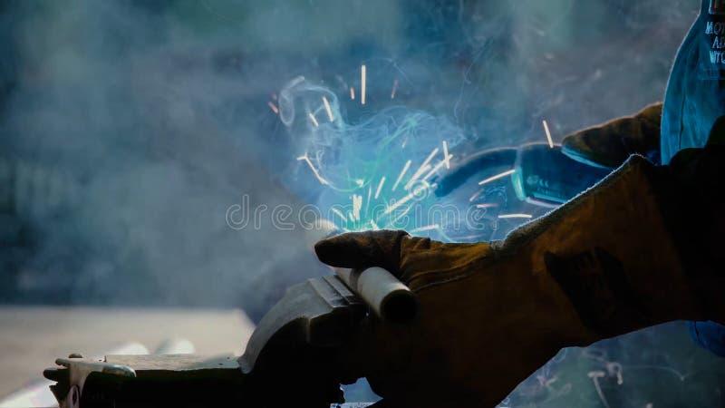 焊工在工作 图库摄影