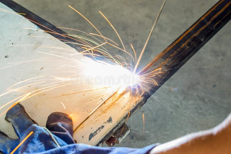 焊工工业在工厂 图库摄影