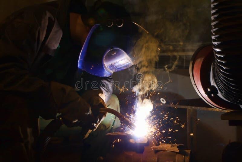 焊工焊接 免版税库存图片