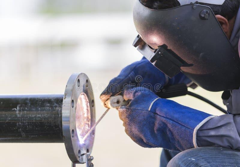 焊接的工作和管道系统 免版税库存照片