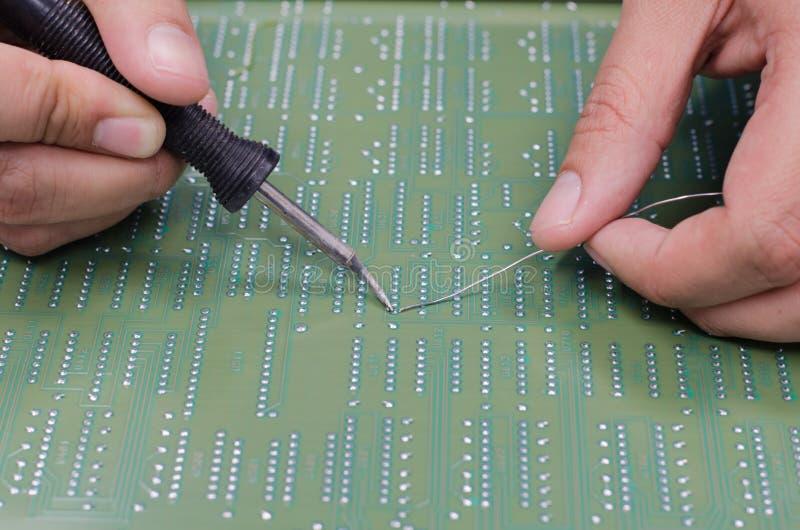 焊接的电子零件在船上 免版税库存照片