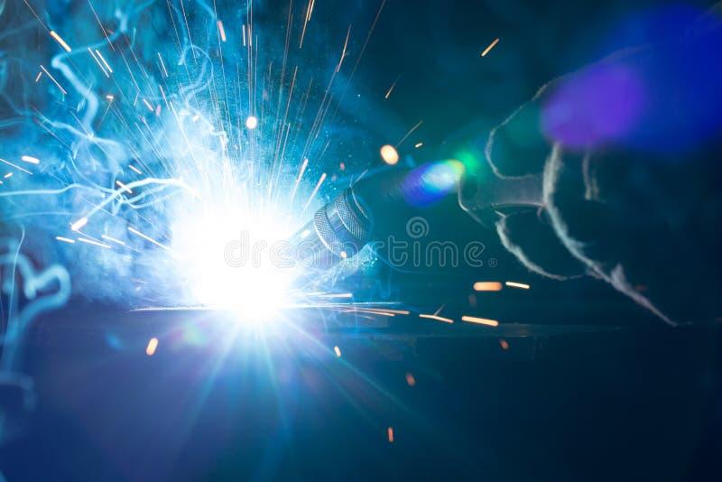 焊接金属特写镜头与弧和火炬的 库存图片