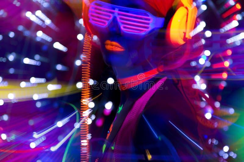 焕发紫外霓虹性感的迪斯科女性网络玩偶 库存图片