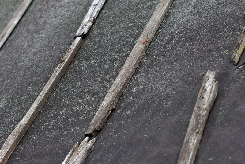 焦油纸背景在屋顶的 库存图片