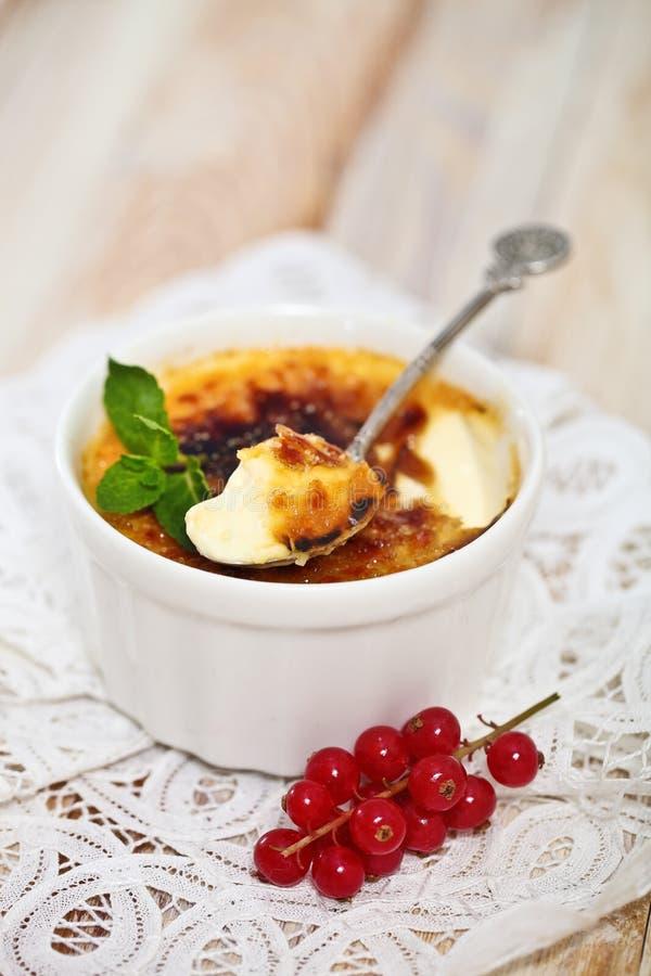 焦糖奶油(奶油色brulee,被烧奶油) 免版税库存照片