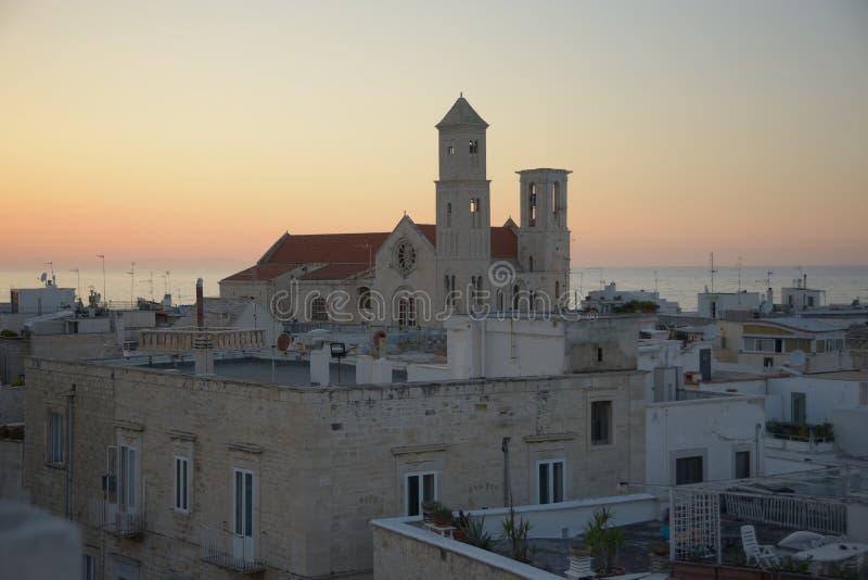 焦维纳佐大教堂全景在日落以后的 免版税库存照片