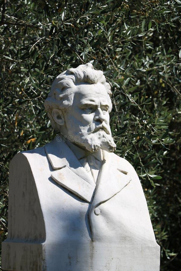焦苏埃・卡尔杜奇诗人 大理石雕塑 在出生地o的胸象 免版税库存照片