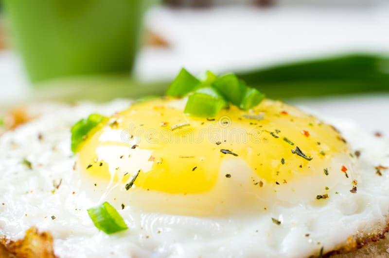 煎的鸡蛋 库存照片