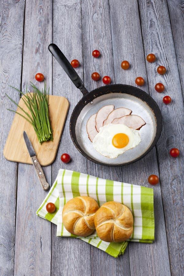 煎蛋和火腿早餐 库存图片