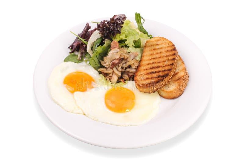 煎蛋用蘑菇、salas和tosts 免版税库存图片