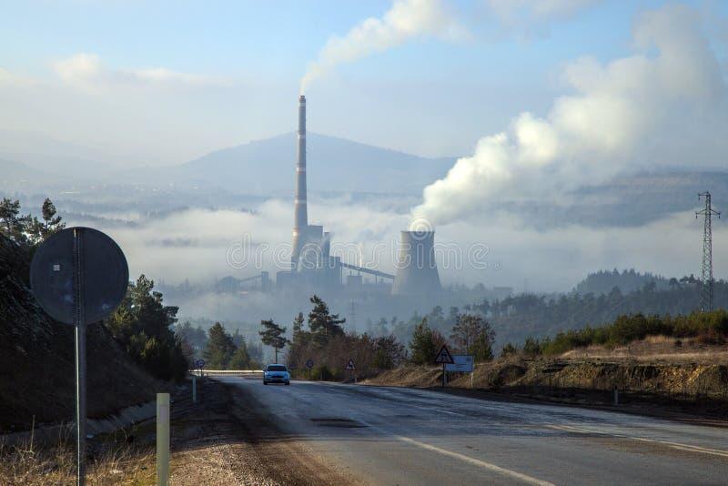 煤炭热电厂大气污染 免版税图库摄影