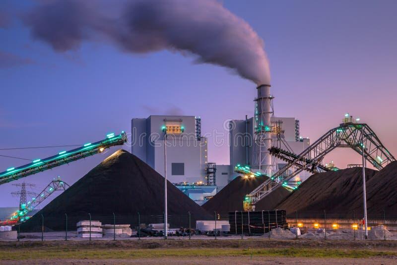 煤炭能源厂在Eemshaven 免版税库存图片