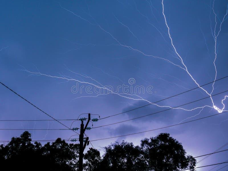 照亮在一场雷雨 库存图片
