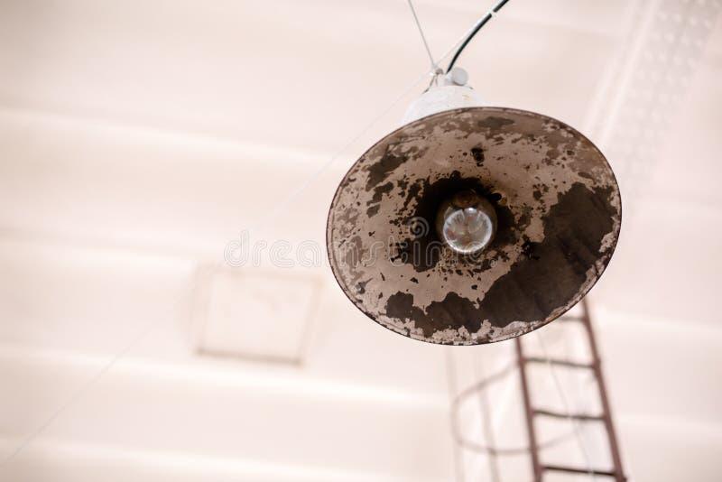 照明设备在啤酒厂 免版税图库摄影
