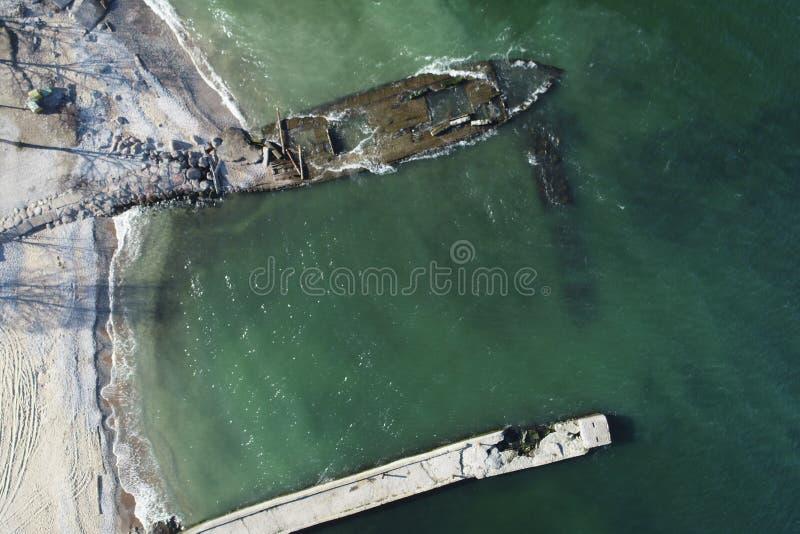 照片一艘老木船的遗骸 库存图片