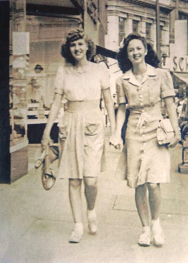 照片二新葡萄酒的妇女 免版税库存照片