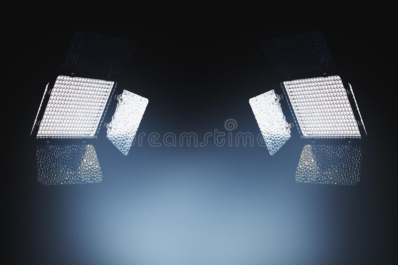 照片和录影producti的专业LED照明设备 库存图片