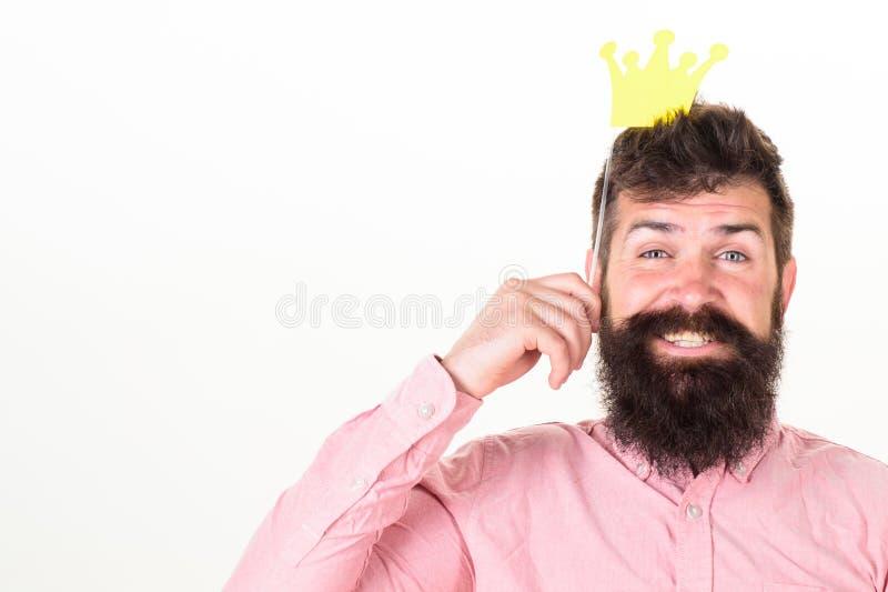 照片摊乐趣概念 供以人员举行支柱加冠的纸聚会,白色背景 有胡子和髭的行家 库存图片