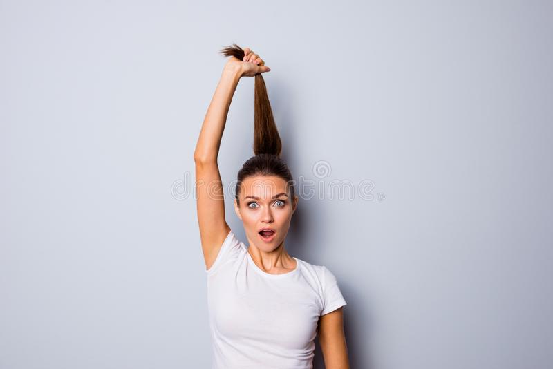 照片美丽惊人的关闭她她的夫人完善的出现手胳膊相当培养发型开放嘴没有 图库摄影