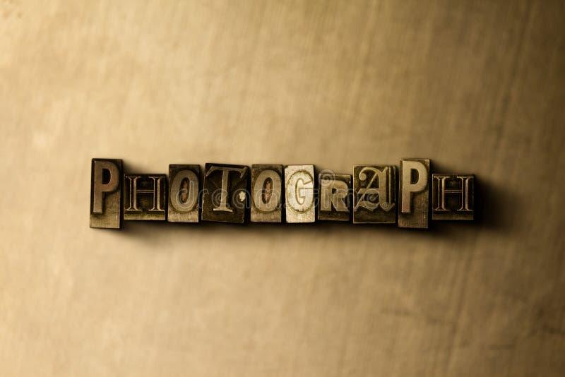 照片-脏的葡萄酒在金属背景的被排版的词特写镜头  向量例证