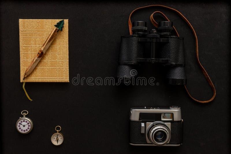 照相机多彩指南针手表笔记本 库存图片