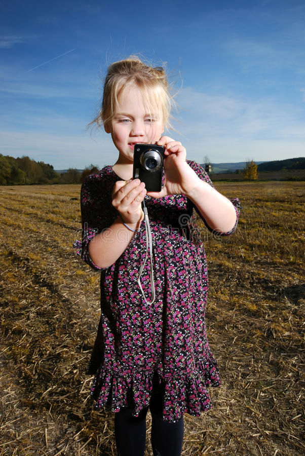 照相机女孩少许矿穴 免版税库存照片