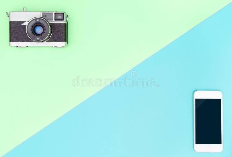 照相机对有青绿的拷贝空间的智能手机 免版税库存照片