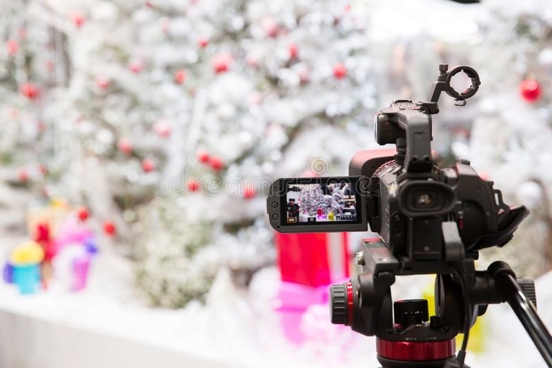 照相机展示反光镜图象抓住行动在采访或广播圣诞节,抓住感觉, 免版税库存图片