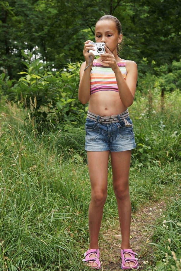 照相机数字式女孩青春期前 免版税库存图片